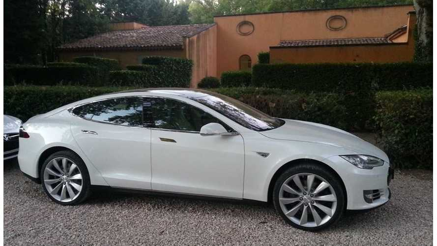Tesla Delivers First Model S In France, Mais Oui!