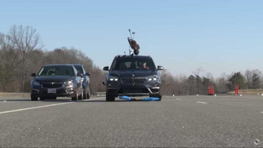 Lassítás nélkül gázolt próbababát a BMW X1, meg is bukott a teszten