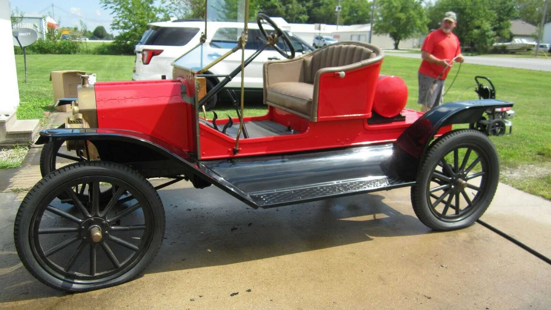 "[""Experience A 1918 Ford Model T For Yourself""]"