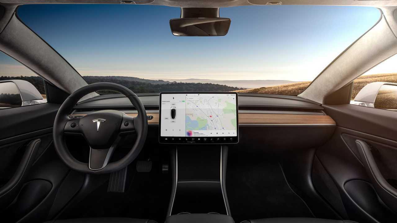 Тесла Модель 3 интерьера