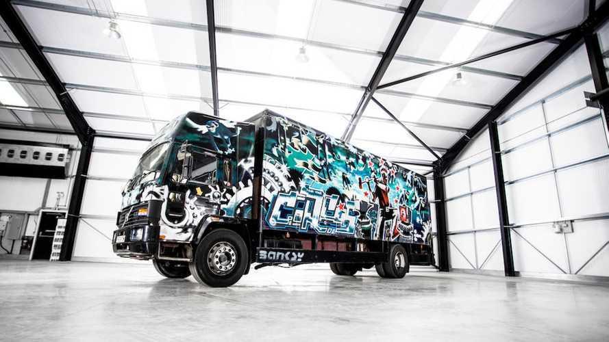 Il camion più costoso al mondo è decorato da Banksy