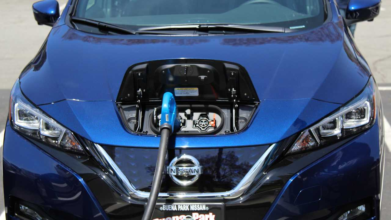 Nissan LEAF fast charging (CHAdeMO) at EVgo