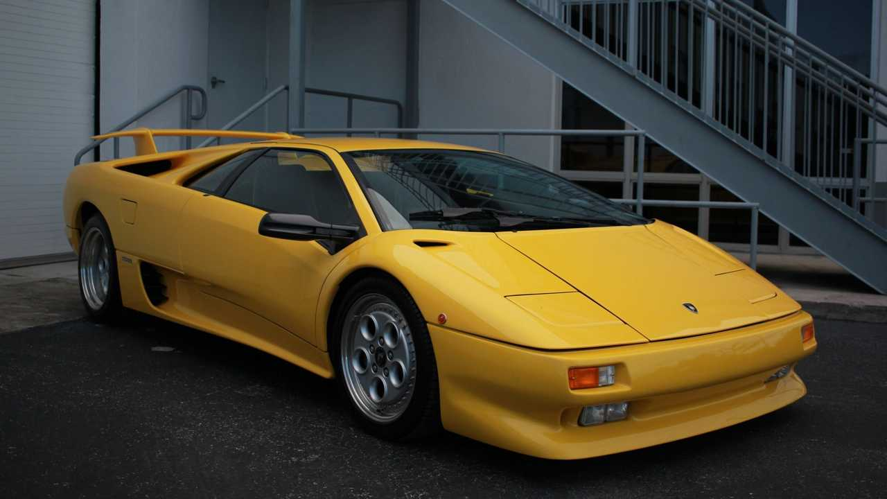 Have A Devil Of A Time In This 1992 Lamborghini Diablo