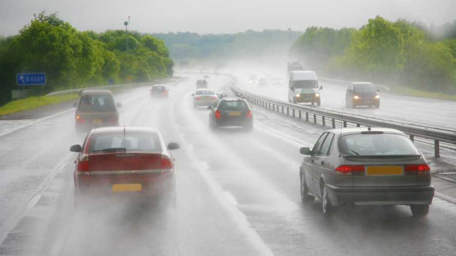 UK: Most drivers support lower motorway speed limit in wet weather