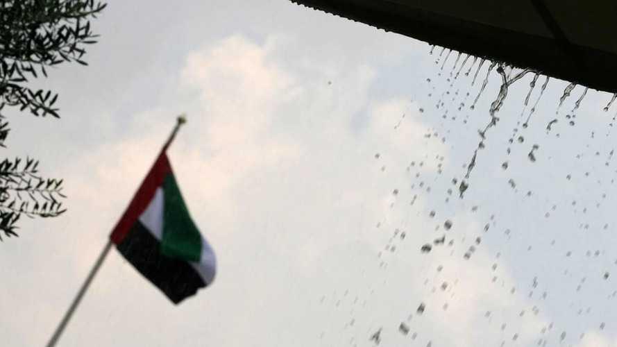F1 track wet in Abu Dhabi desert!