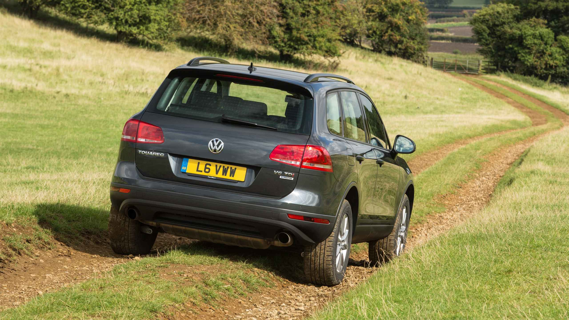 2010 Volkswagen Touareg Review Likeable But Outdated