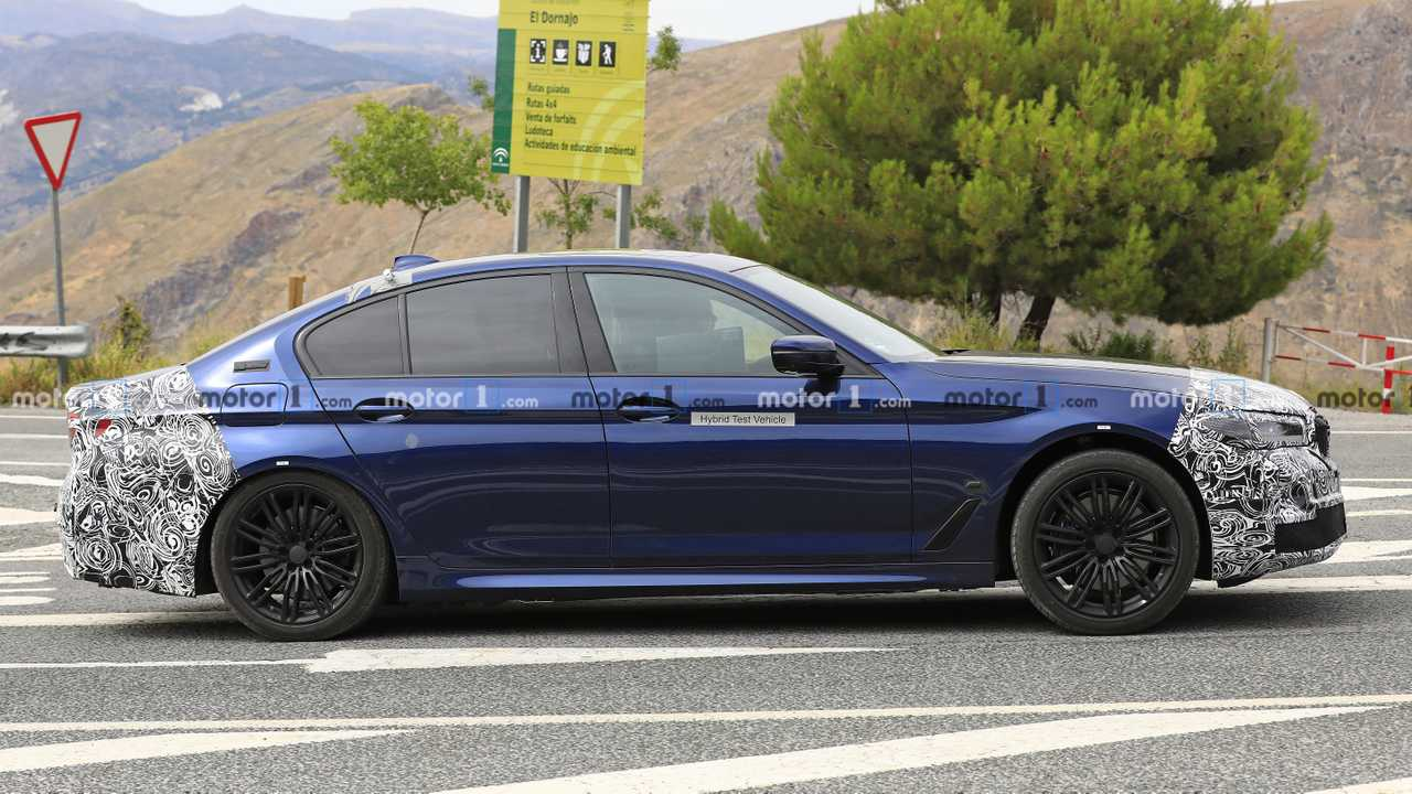 2021 bmw 5 series 6 of 11