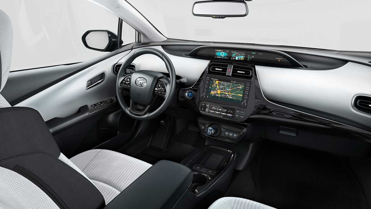 Toyota Upgrades Prius Plug In Hybrid In Europe To A 5 Seater
