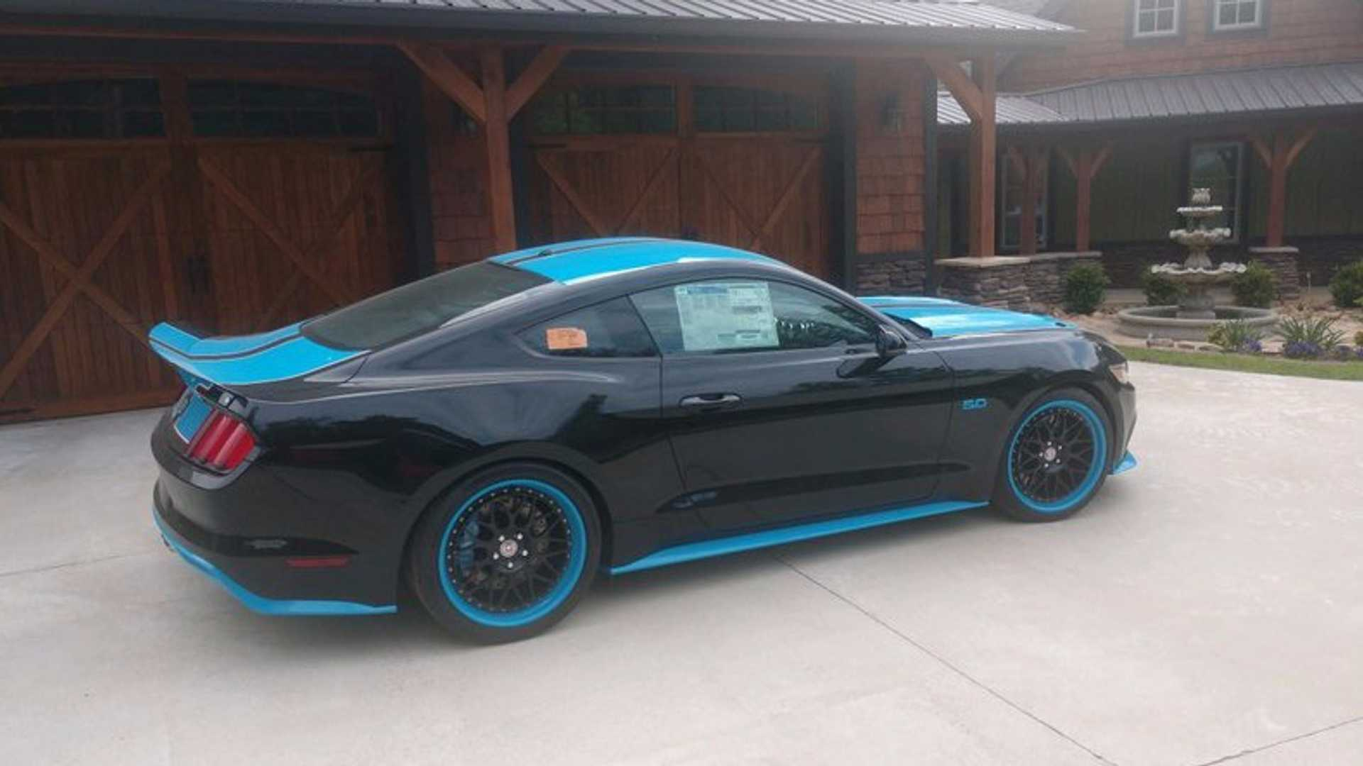 """[""""Super Rare Petty's Garage King Edition 2016 Ford Mustang To Cross Auction Block""""]"""