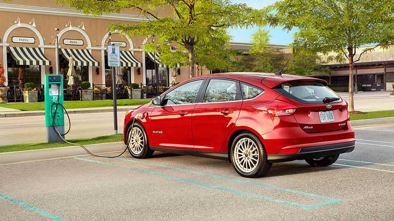 In addition to a 33.5 kWh battery, the new 2017 Ford Focus Electric adds DC fast charging
