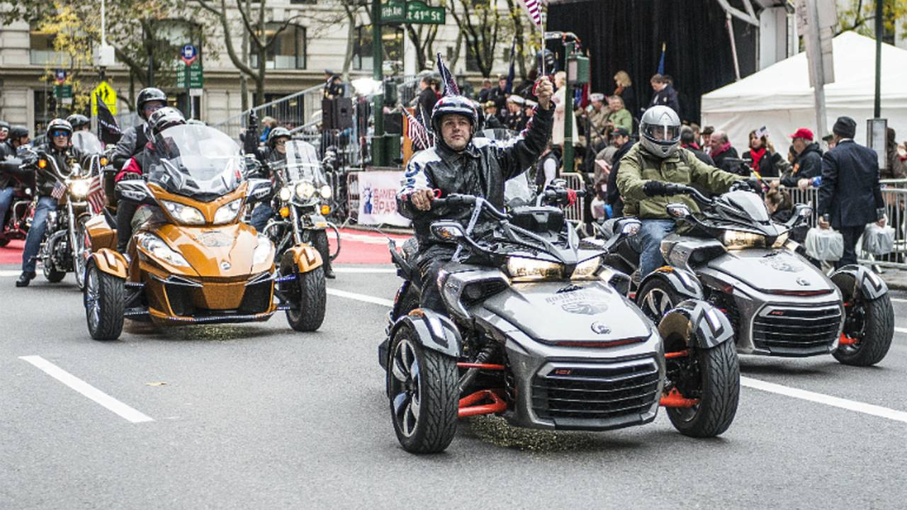 BRP & the Road Warrior Foundation Provide Spyders To Parading Veterans