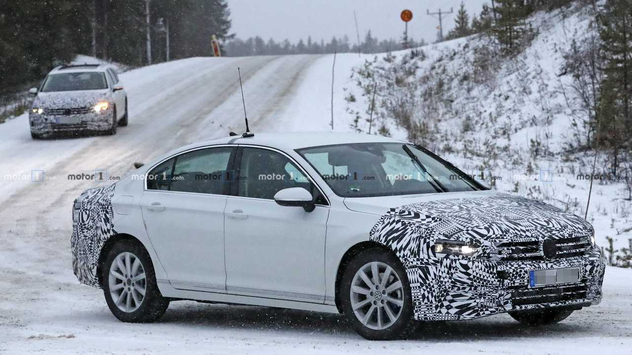 Volkswagen Passat 2019, le foto spia del restyling