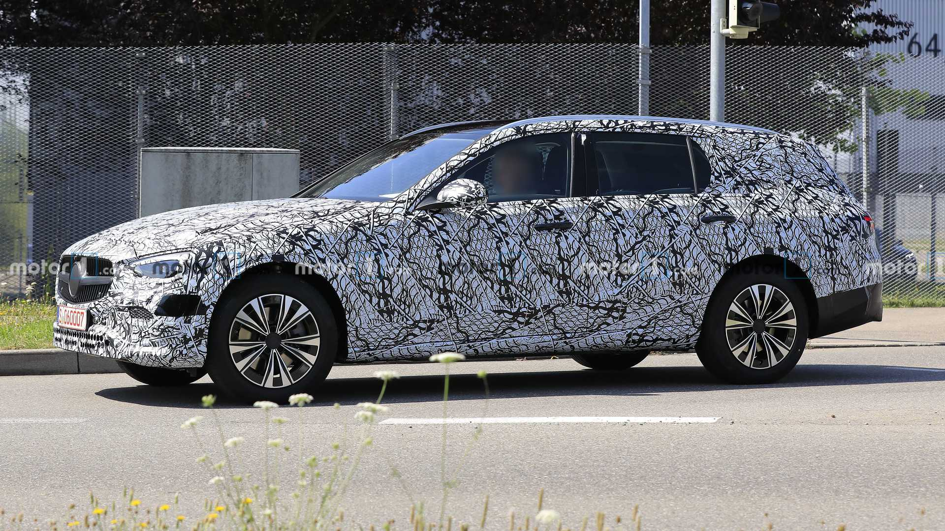 2021-mercedes-c-class-estate-spy-photo-o