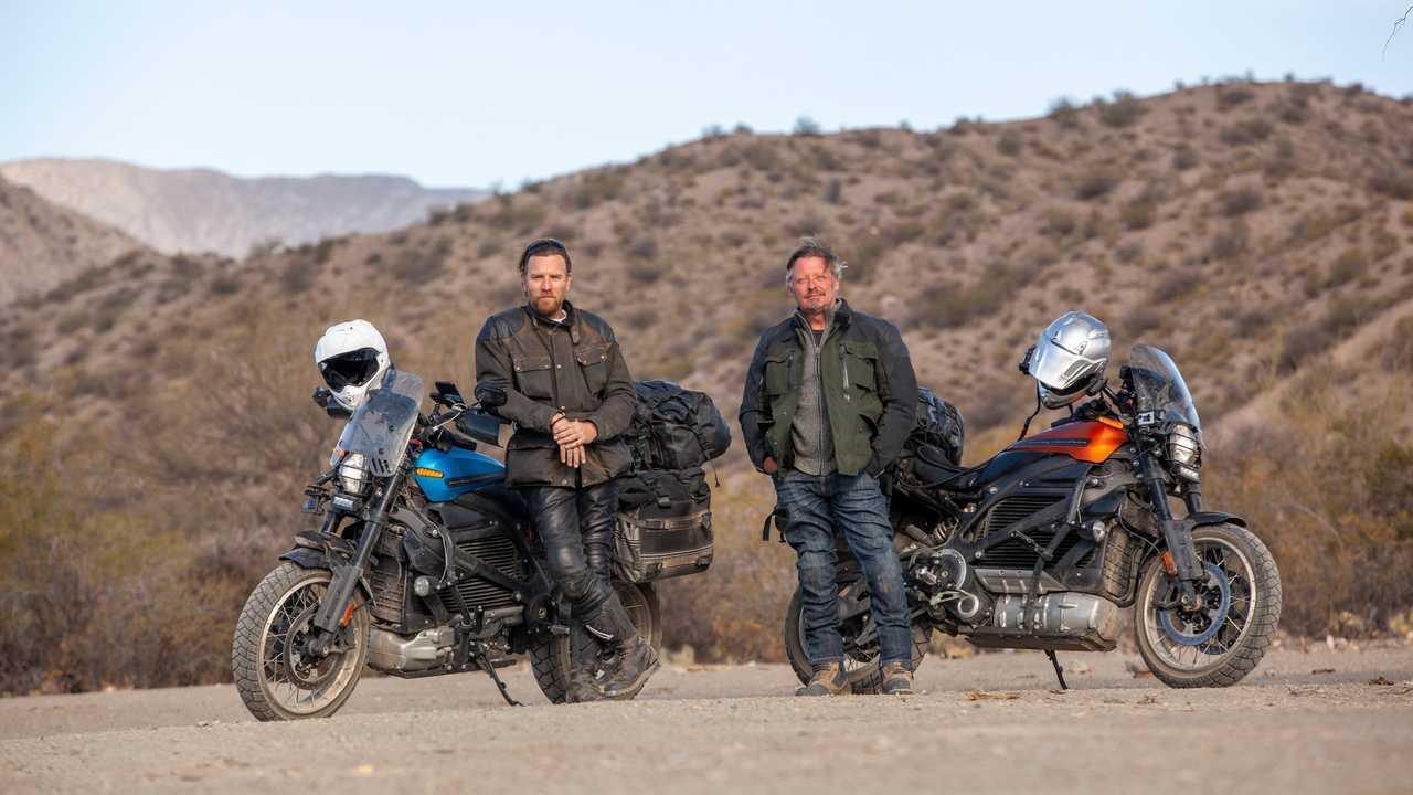 Юэн Макгрегор и Чарли Бурман у электрических мотоциклов Harley-Davidson LiveWire