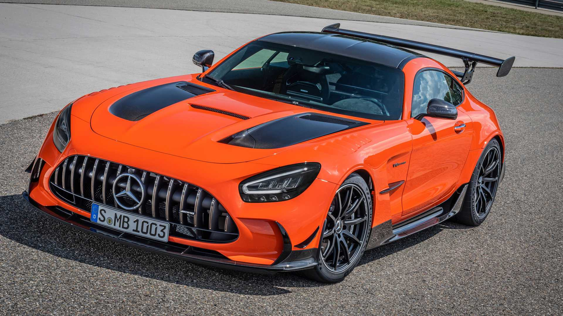 2014 - [Mercedes-AMG] GT [C190] - Page 33 2021-mercedes-amg-gt-black-series-with-amg-magma-beam-color