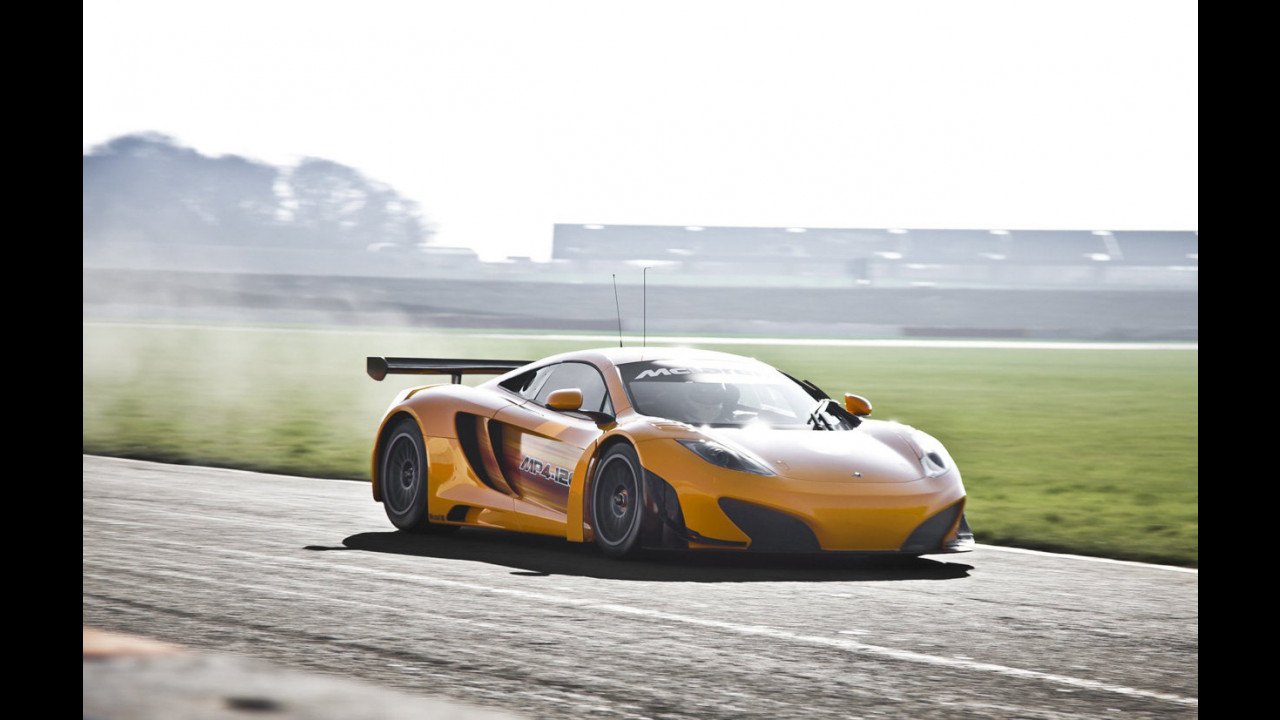 McLaren MP4-12C GT3, primo test a Silverstone