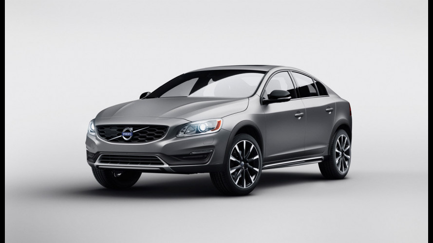 Volvo S60 Cross Country, la berlina si alza