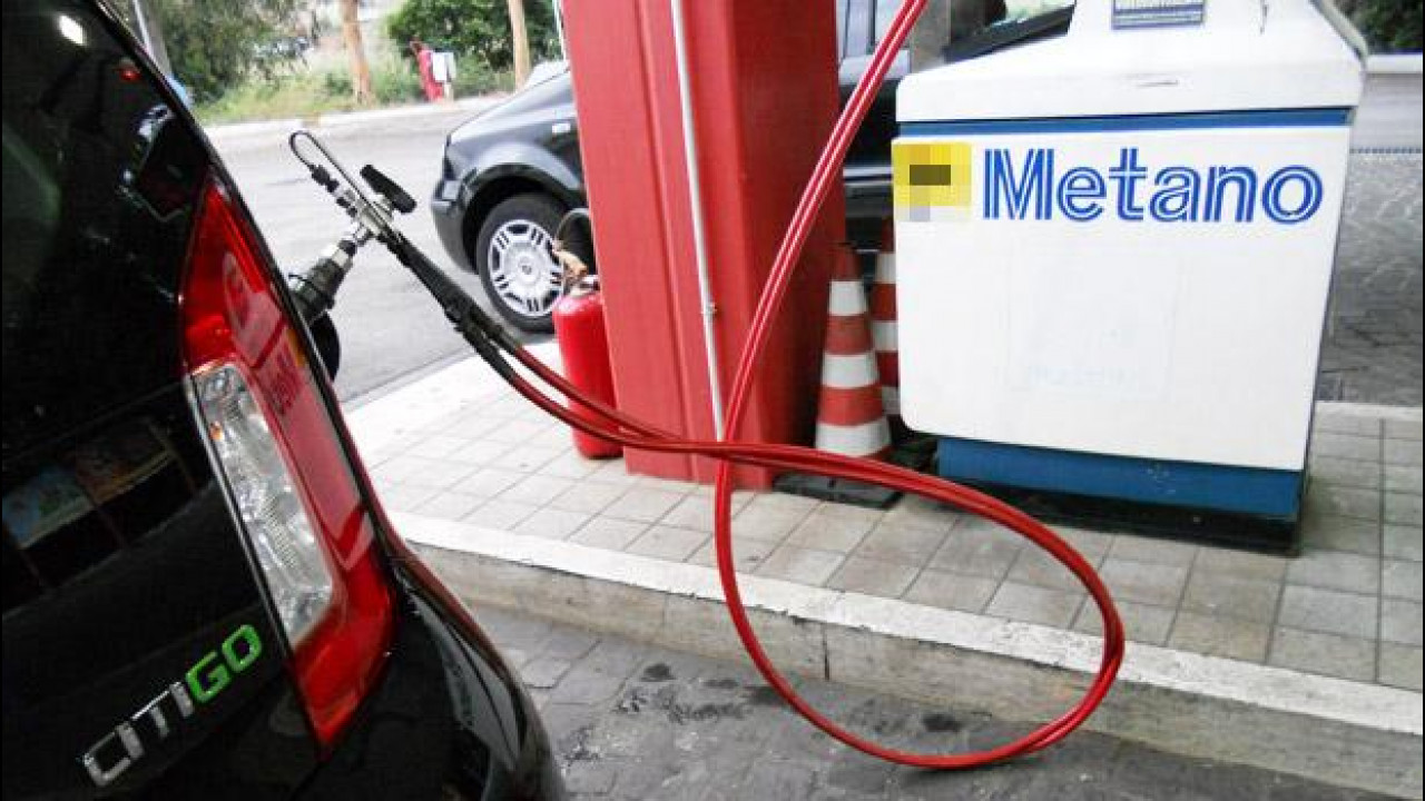[Copertina] - Auto a metano, +29% nel 2013