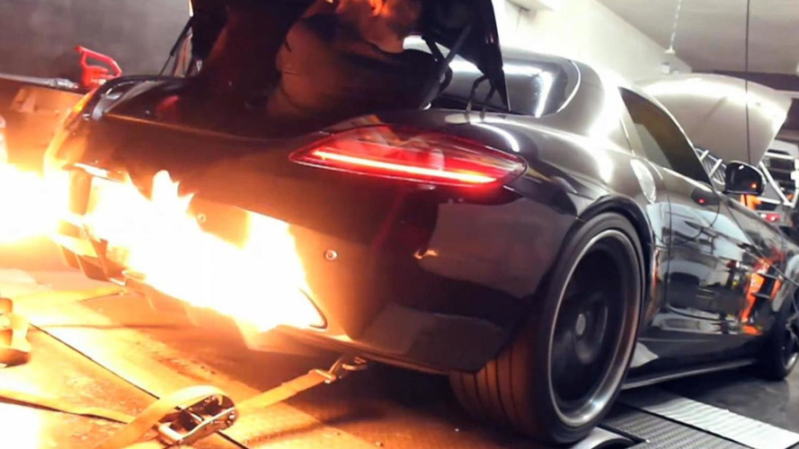 Dyno running Mercedes-Benz SLS almost roasts tech riding in trunk [video]