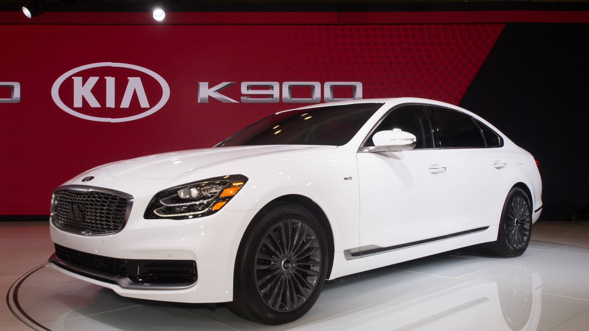 2019 Kia K900 Makes A Handsome Debut In New York