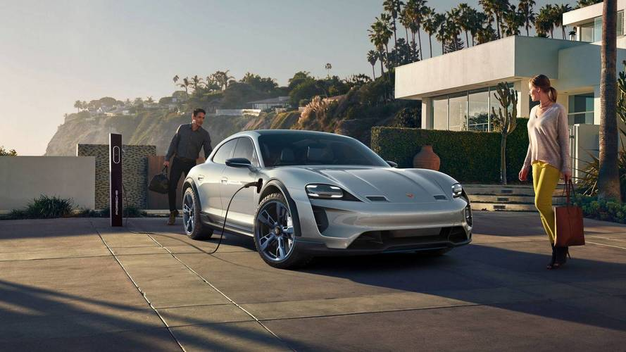 Porsche Mission E Cross Turismo выйдет в 2021 году