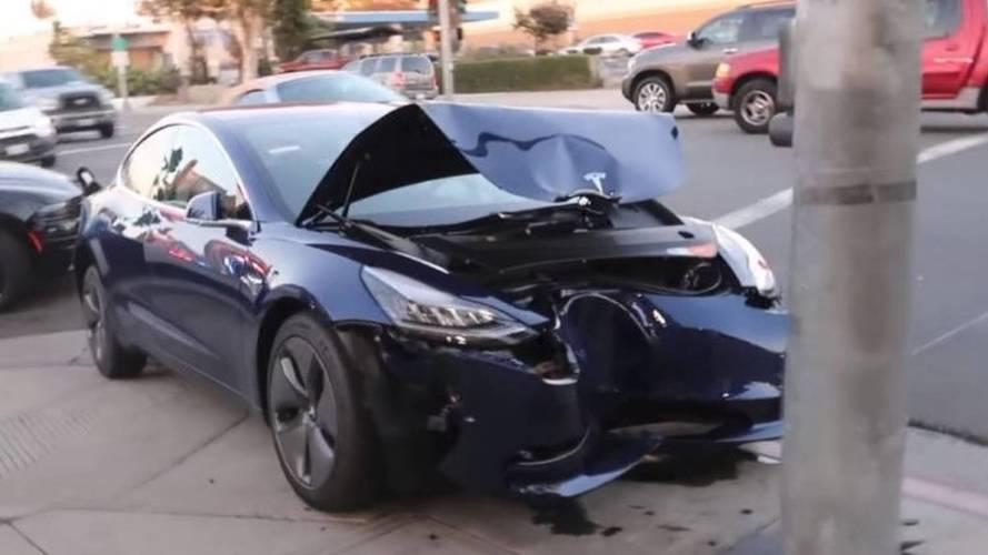 Tesla'nın otopilot sisteminin karıştığı kazada sürücü suçlu çıktı