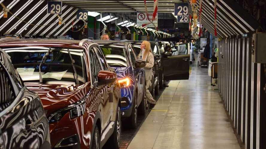 Les usines de Stellantis touchées par la pénurie de semi-conducteurs