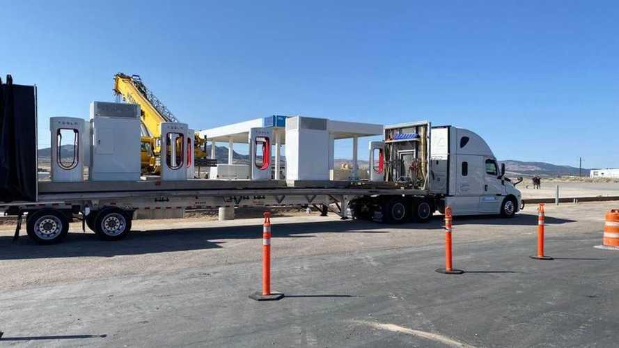 """L'idea di Tesla è geniale: le stazioni Supercharger """"prefabbricate"""""""
