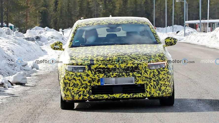 2021 Opel Astra yeni casus fotoğraflar