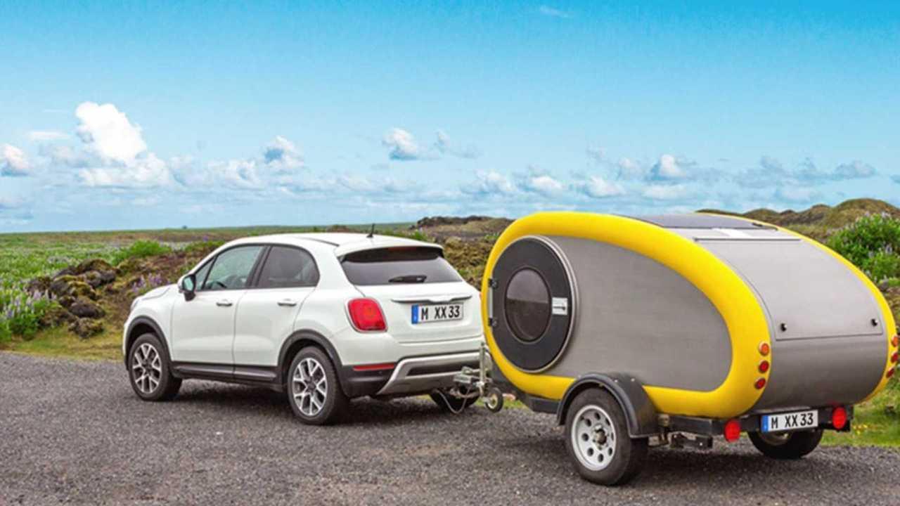 Fiat 500X zieht Wohnwagen