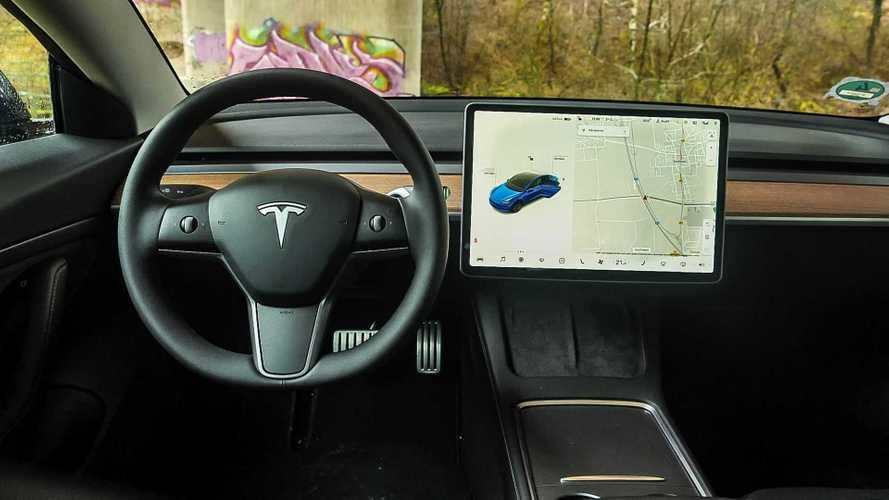 Perché la qualità Tesla fa discutere (e dimezza gli ordini in Cina)