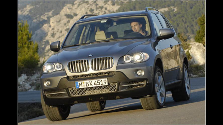 Geht stets aufrecht ums Eck: Der neue BMW X5 4.8i im Test