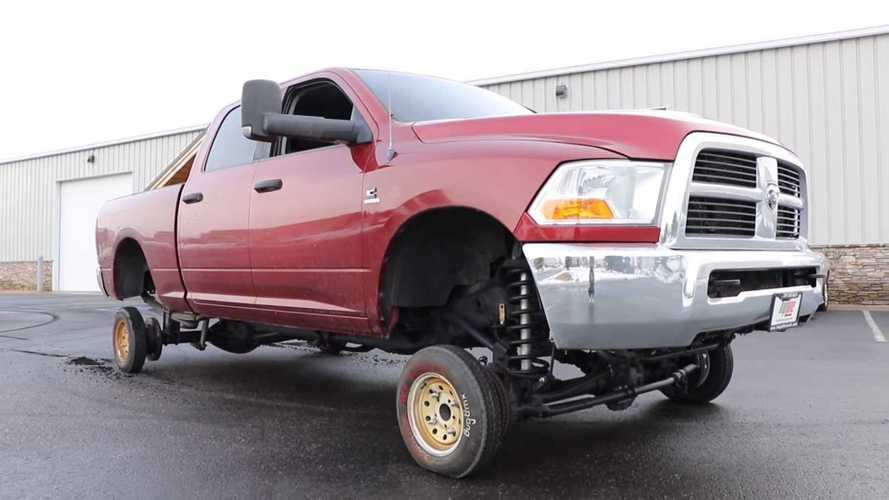 Büyük bir pickup'ta küçük tekerler nasıl görünürdü?