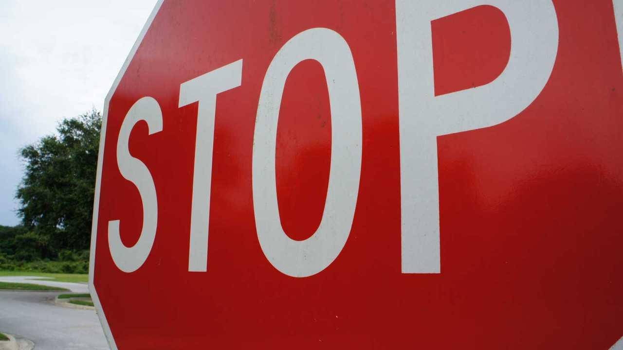 Codice della Strada, le conseguenze se non ci si ferma allo stop