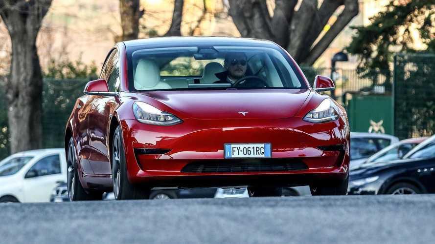 Tesla processa governo Trump para impedir tarifa de importação da China