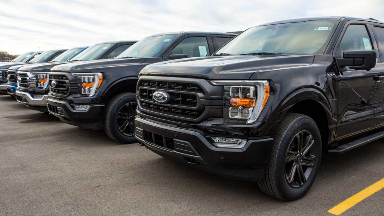 2021 Ford F-150s at parking lot