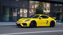 Porsche 718 Cayman GT4 в городе и на ADM Raceway