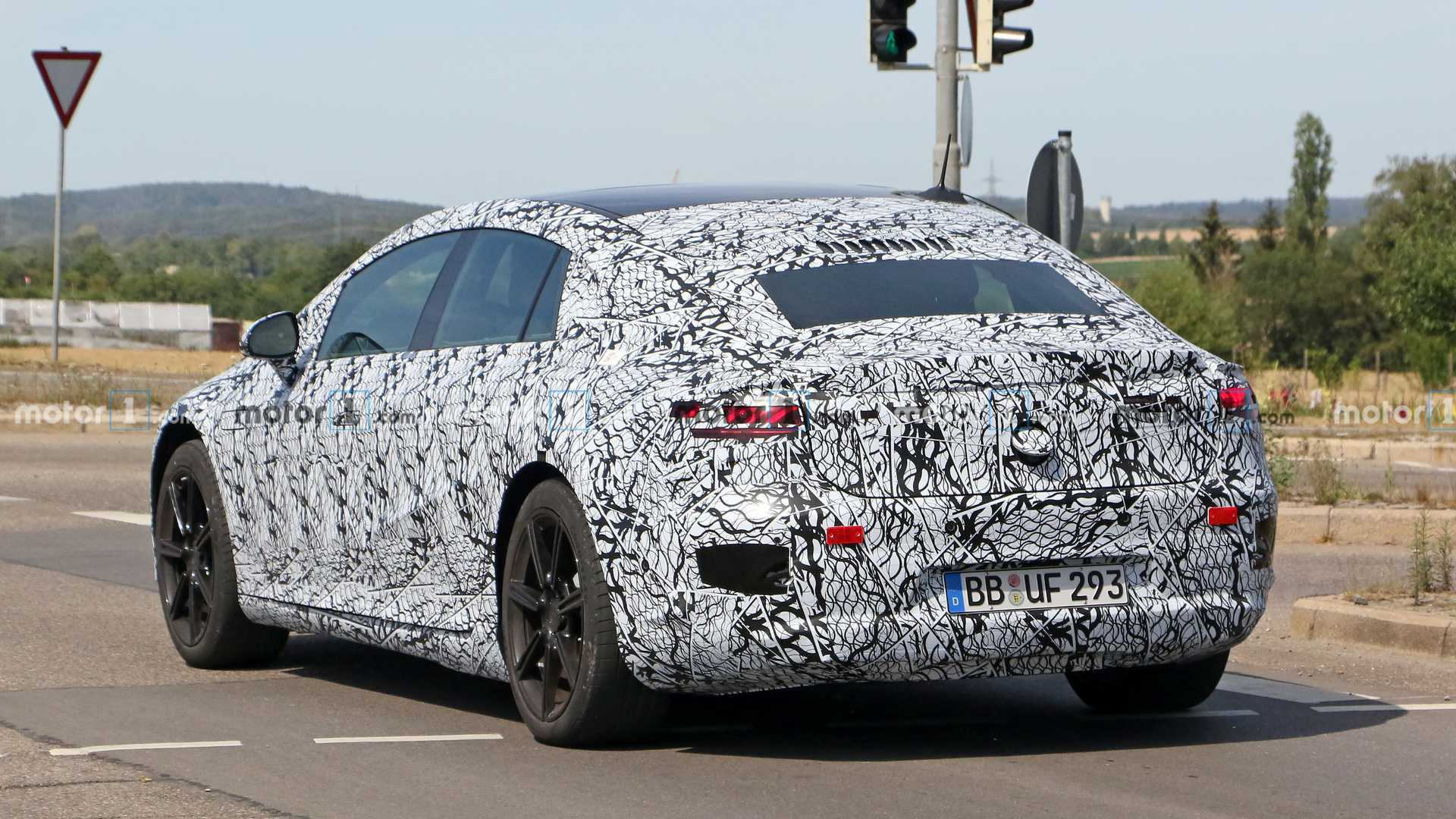 2020 - [Mercedes-Benz] EQ S - Page 4 Mercedes-benz-eqs-spy-shots-tail-on-road