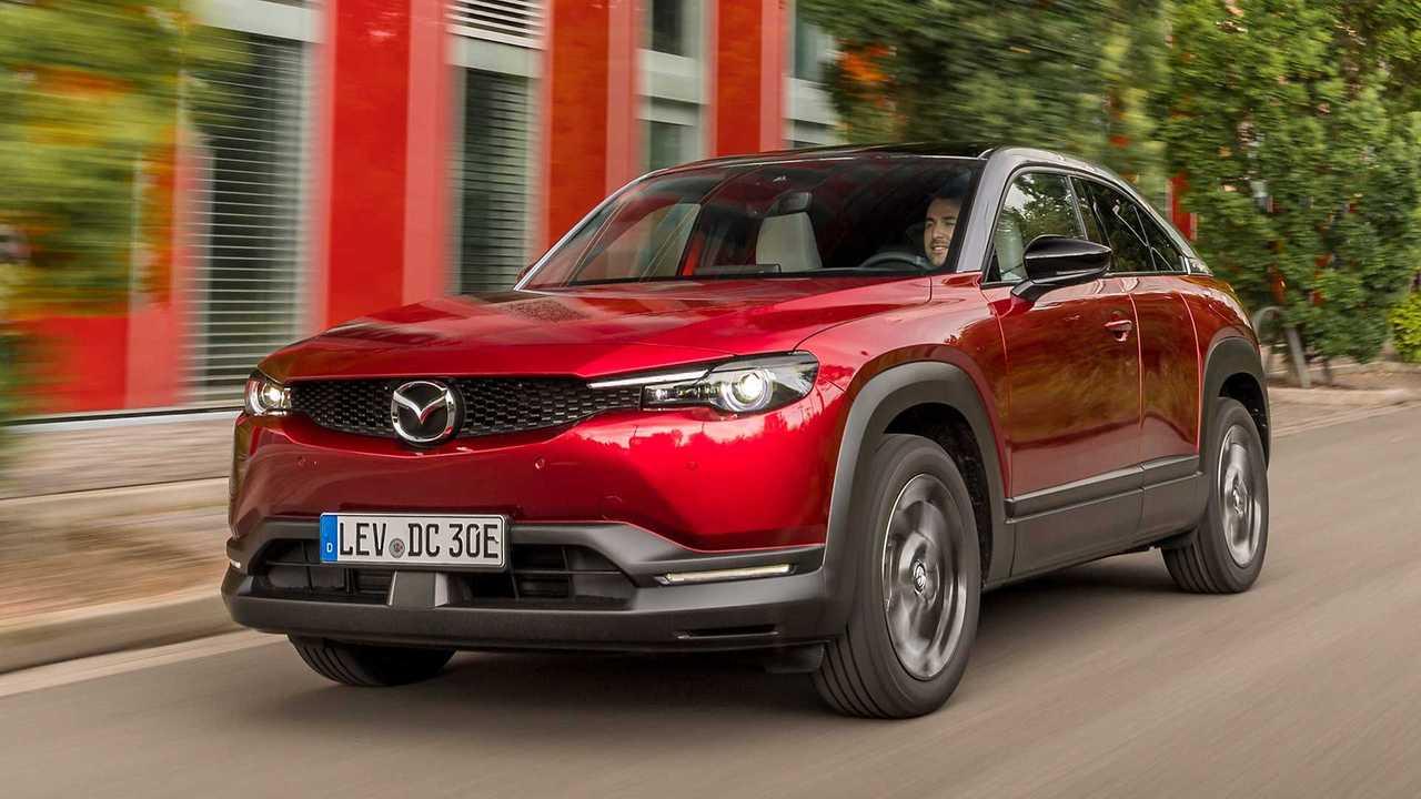 Mazda MX-30 beim Straßentest in Rumänien