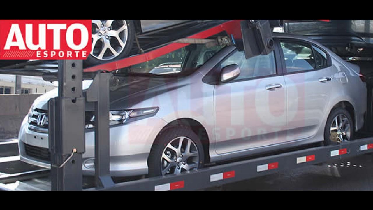 Novo Honda City é flagrado em caminhão cegonha - Modelo será lançado na sexta-feira