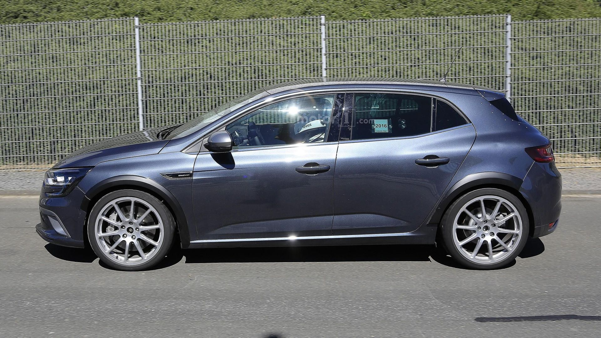 Renault Megane RS conceals its true identity in GT body