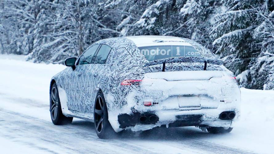 Photos espion - La Mercedes-AMG GT berline s'amuse sur la neige