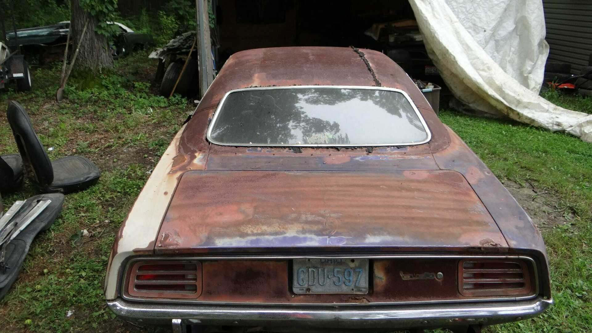 "[""Barn Find 1970 Plymouth 'Cuda Is Racking Up Bids""]"