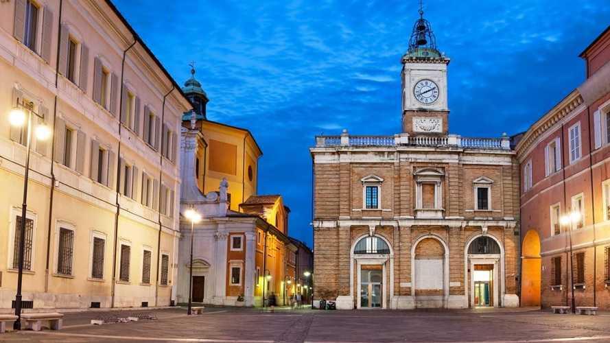 Auto elettriche a Ravenna, accesso ZTL, strisce blu e altre agevolazioni