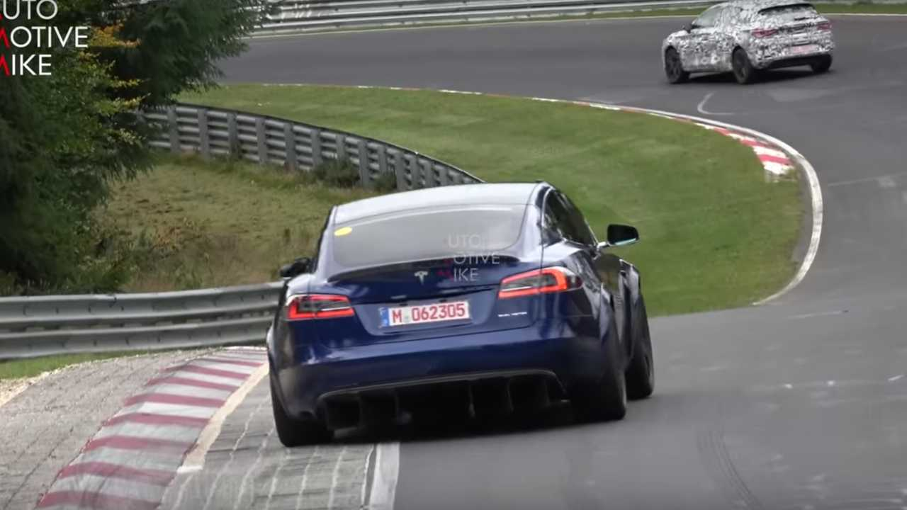 Mean Tesla Model S spiato in azione al Nurburgring