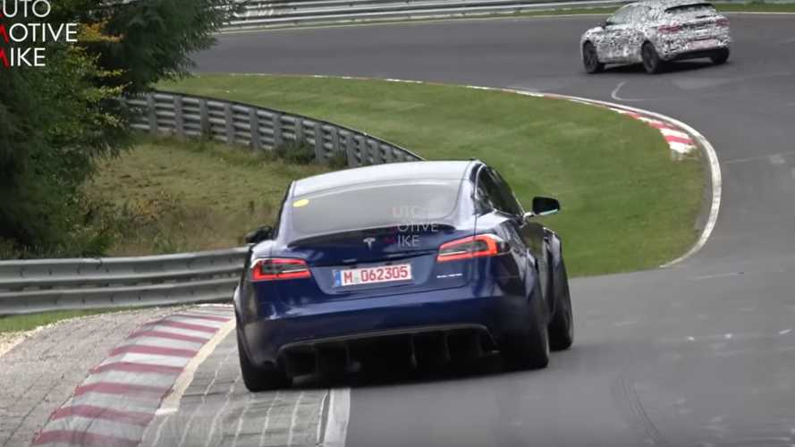"Tesla Model S gira in 7'13"" al Nurburgring, da record"
