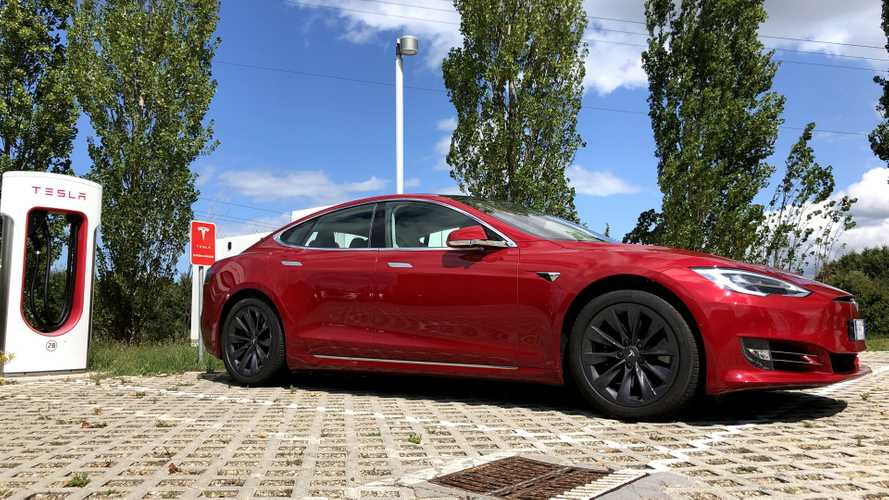 Tesla, i Supercharger in Italia salgono a quota 300