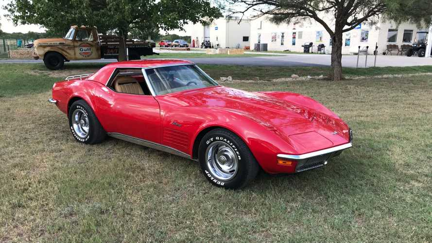 Dual-Top 1970 Chevrolet Corvette Is Ready For Any Road Trip