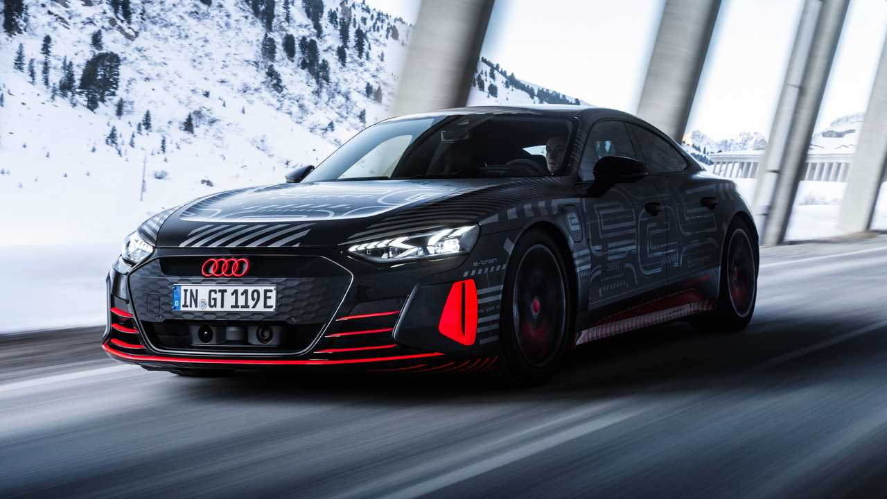 Audi E-Tron GT ugratott alagút hó