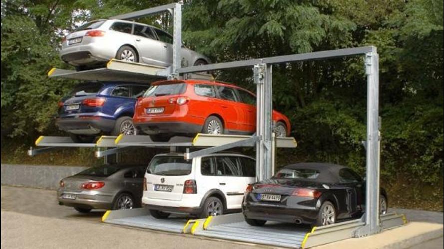 L'automobile è per lo più ferma. In parcheggio